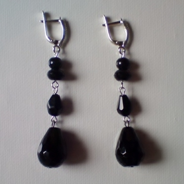Buy Silver Earrings With Black Lip