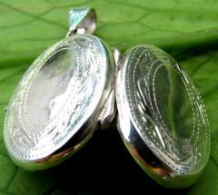 Ovale Locket pendant
