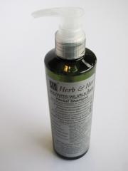 Herbal shampoo Net weight 250 ml.