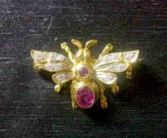 A ruby brooch 7001
